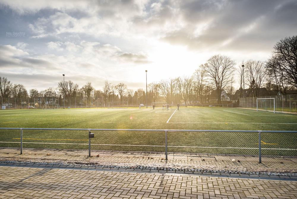 Fußballplatz in der Sonne
