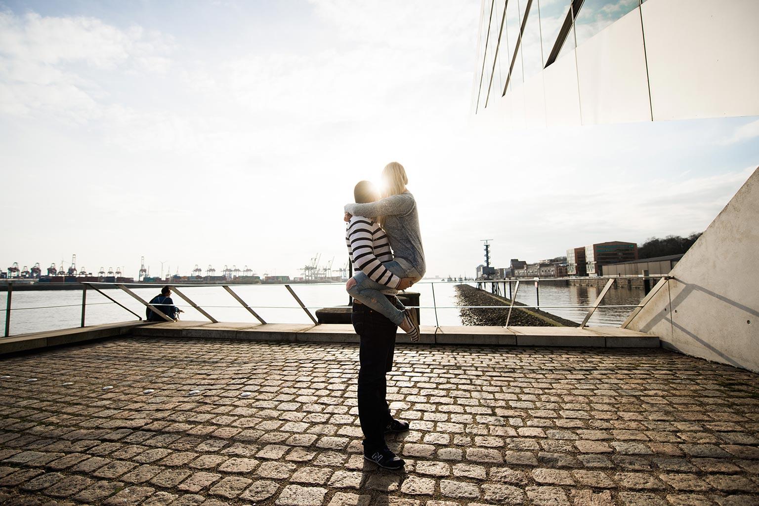 Paarfotos im Hafen in Hamburg